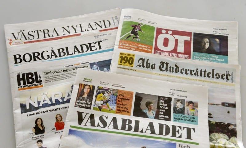 LKS 20140514 Finlandssvenska tidningar i Helsingfors 14. mai 2014. Professor Tom Moring säger i en färsk rapport att det finlandssvenska medielandskapet är hotat och att det krävs radikal samordning av resurserna i framtiden. LEHTIKUVA Markku Ulander