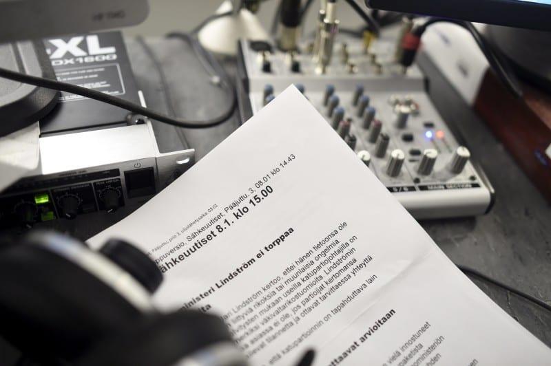 STT:n radiostudio 8. tammikuuta 2016. LEHTIKUVA Antti Aimo-Koivisto