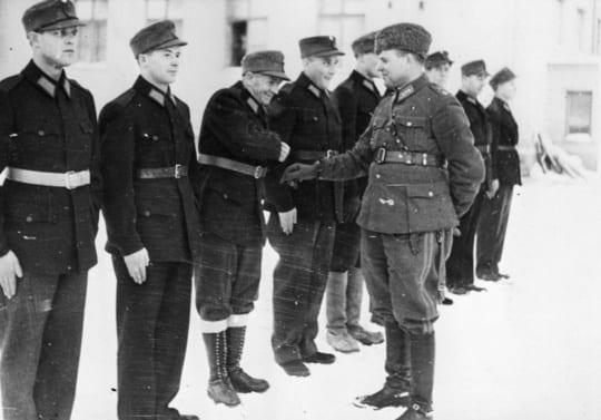 Talvisodan amerikkalaisia vapaaehtoisia sotilaita uusissa suomalaisissa sotilaspuvuissaan helmikuussa 1940. Lehtikuva.