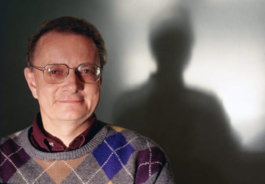 Hans Wessman studiokuvassa vuonna 1993. Lehtikuva / Pekka Sakki
