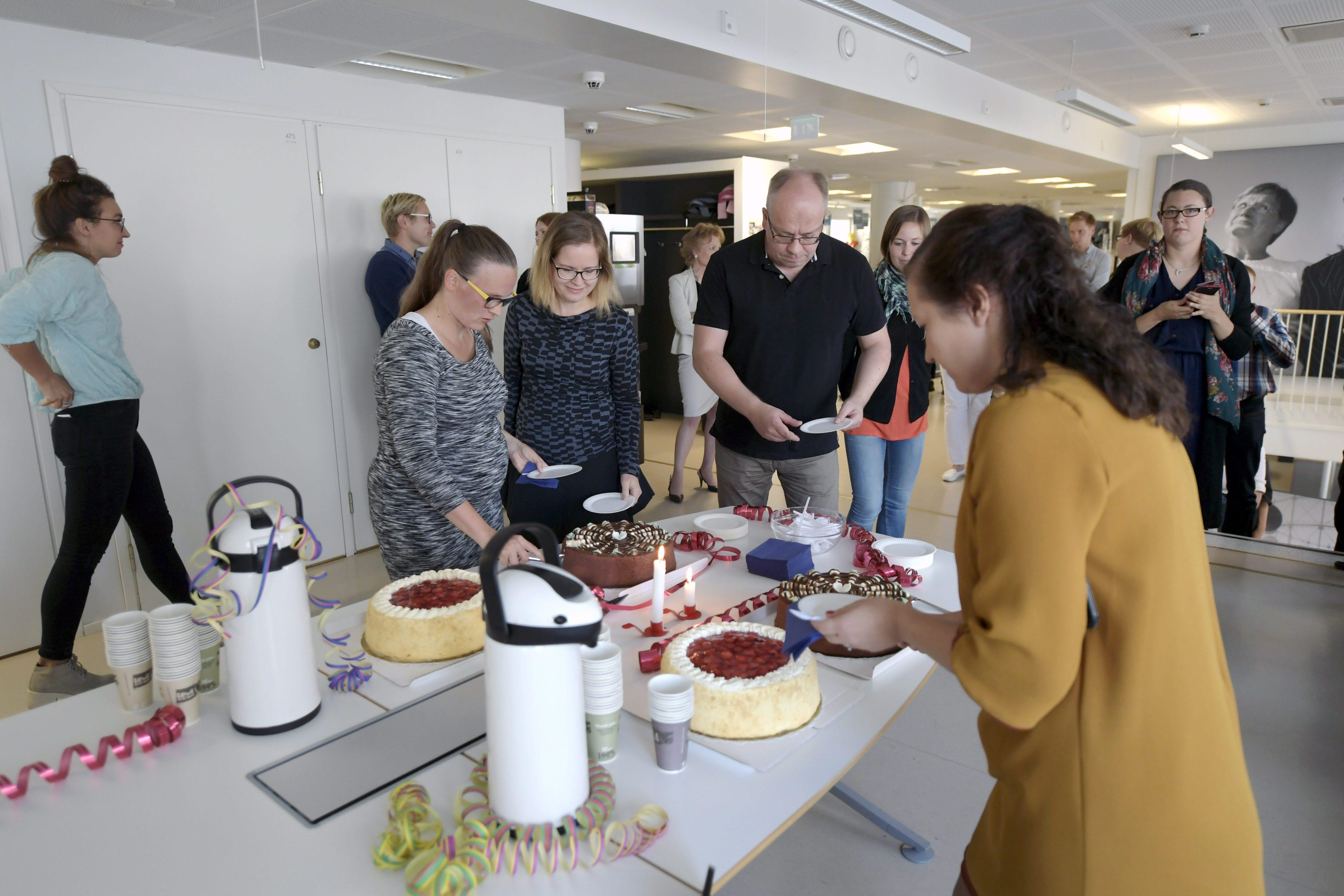 STT:n radiouutisten 90-vuotisjuhlien kakkukahvit Voimatalossa Helsingissä perjantaina 9. syyskuuta 2016. LEHTIKUVA / ANTTI AIMO-KOIVISTO