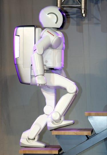 Hondan robotti, joka toimi jo vuonna 2005 mm. museo-oppaana. Lehtikuva / Jussi Nukari. Uutisrobotiikkaa.