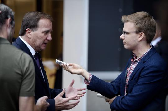 Toimittaja Matias Åberg haastattelee Ruotsin pääministeri Stefan Löfveniä Gävlessä syyskuussa 2018.