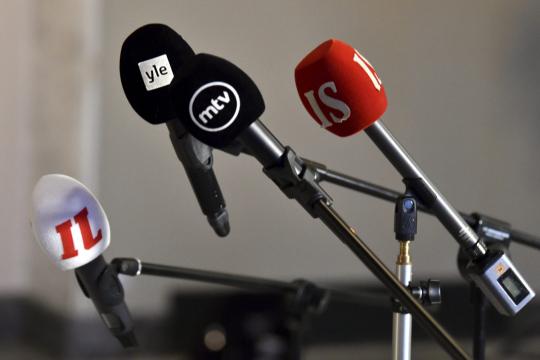 Mikrofoneja telineissään.