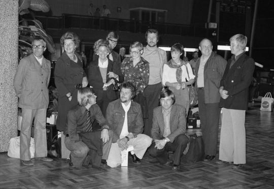 Lehtikuvan väkeä lähdössä EM-kisoihin vuonna 1974.